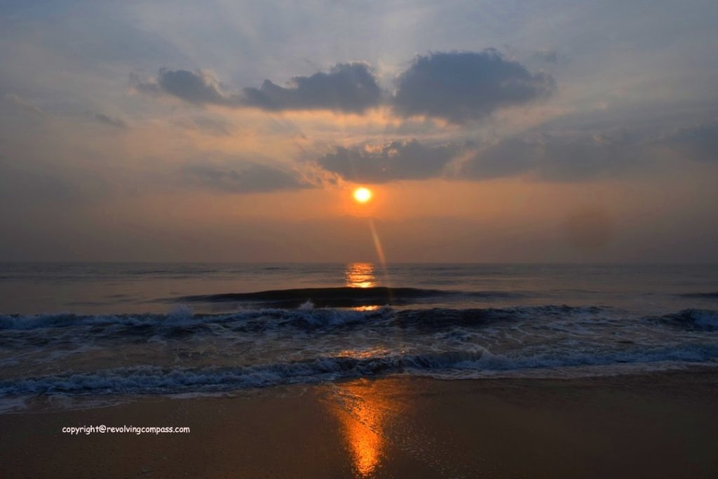 Sunrise at a beach : Things to do in Mahabalipuram